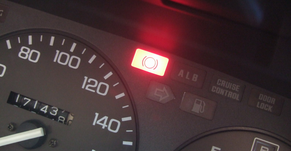 How to use the car's handbrake/e-brake | oneduasan